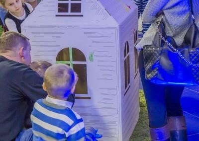Dzieci malują domki 3D