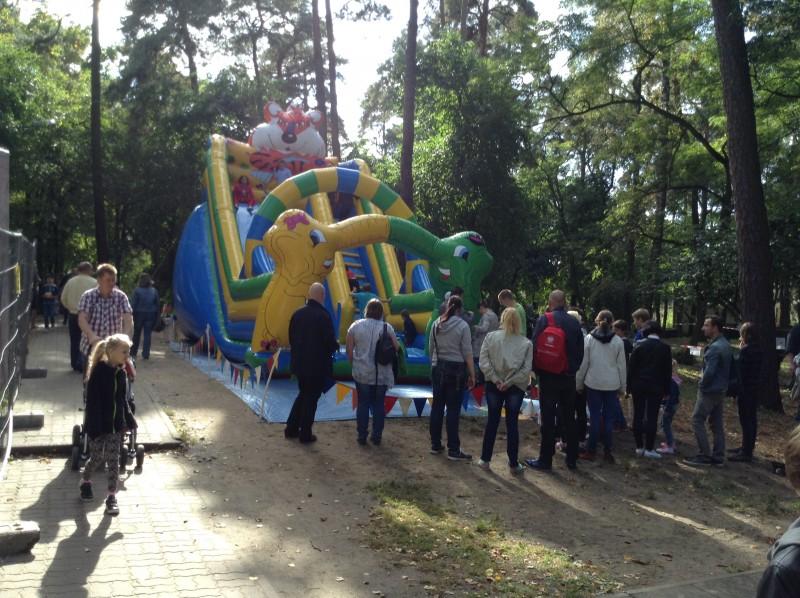 Zjeżdżalnia na imprezie dla dzieci