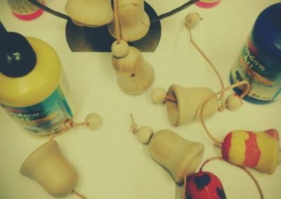 Przyozdabianie drewnianych dzwoneczków