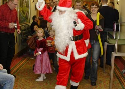 Wizyta Świętego Mikołaja dla dzieci