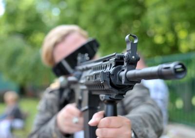 Strzelanie z repliki ASG
