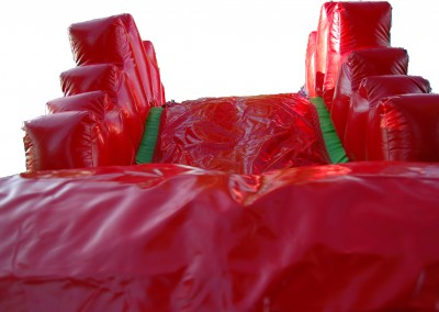 Zjeżdżalnia koloru czerwonego